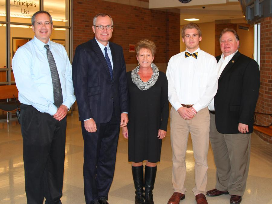 LT. GOVERNOR VISITS HHS